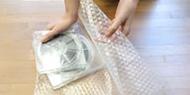 梱包材などで包む